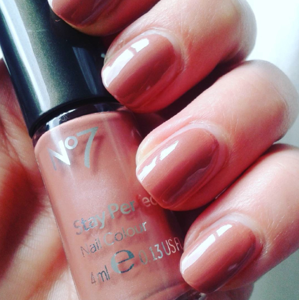 Boots No7 // Stay Perfect Nail Polish – Highland Mist – Red Riot